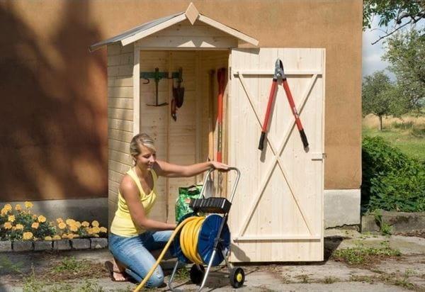 Weka Terrassenschrank mit Satteldach und Einzeltür